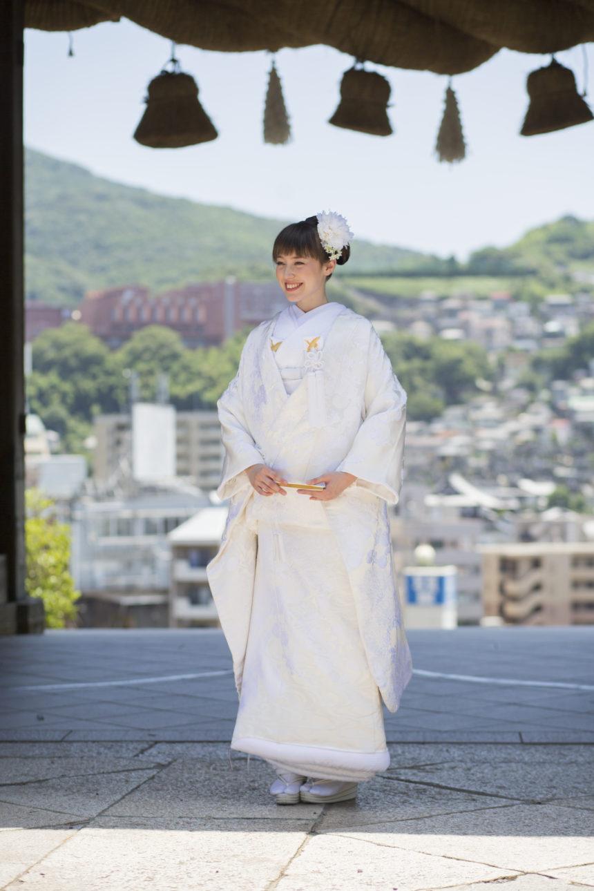 神社で白無垢を着た花嫁